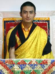 比明星还帅?西藏帅哥活佛拍写真