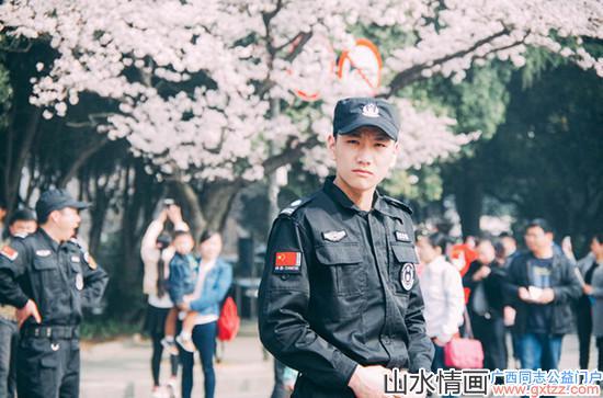 樱花节现最帅保安 网友狂点赞