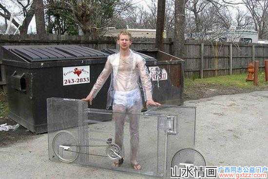 国外小哥发明透明的自行车,你想跟他搬弄风骚吗?