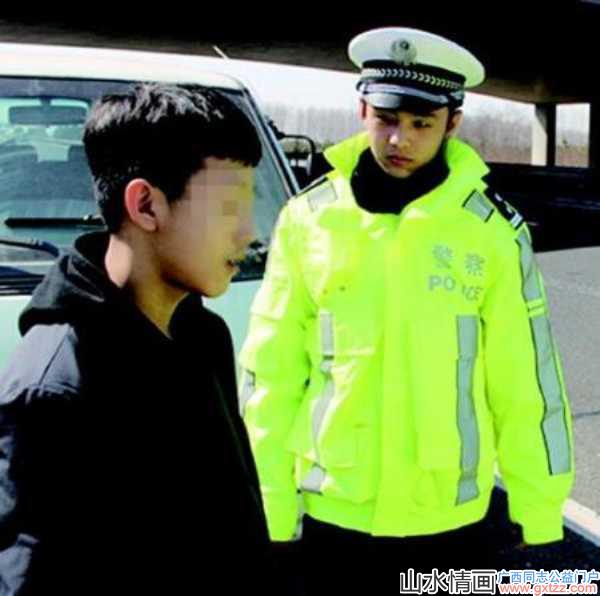 青岛13岁娃开奔驰上高速被拦,网友却被交警颜值惊了