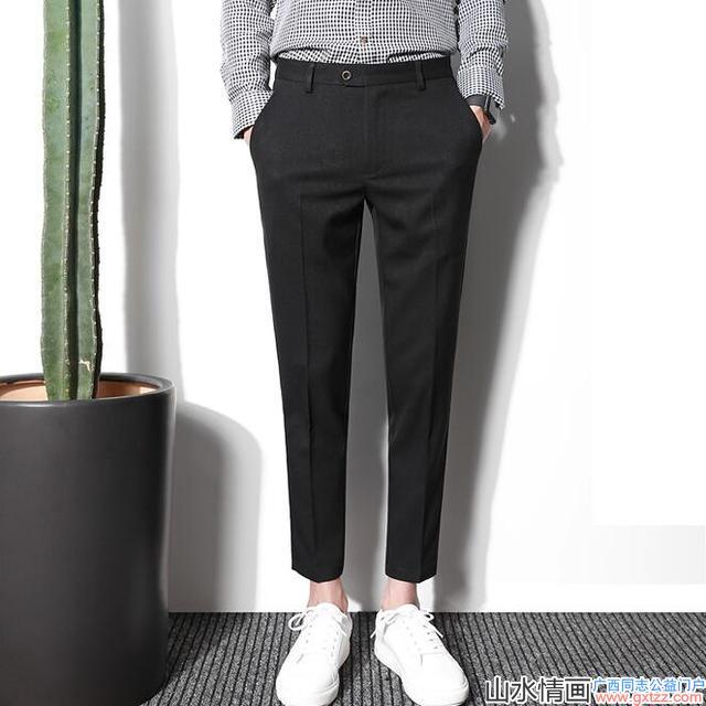 今年夏天,帅哥们都喜欢短一截的九分休闲西裤,显腿长