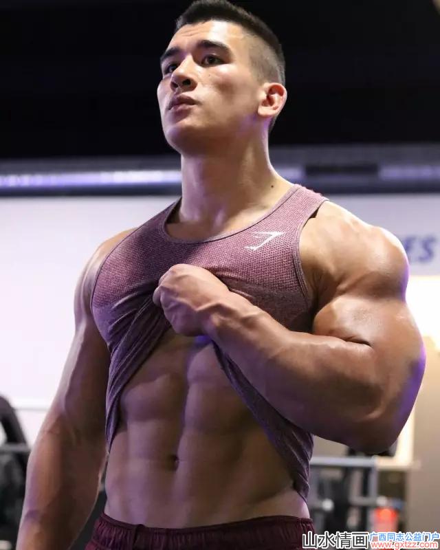 健身12年从弱鸡逆袭肌肉男