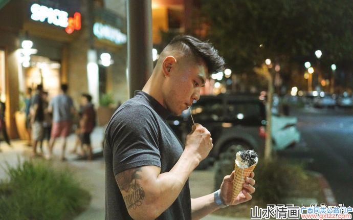 生活在美国的富二代,满身肌肉撞脸吴亦凡,如同奔跑的荷尔蒙