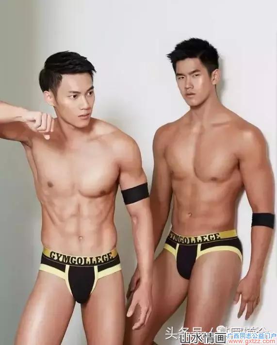 夏天即将到来,送你两个泳裤凸击的阳光腹肌帅哥