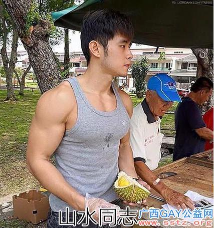 """在马来西亚卖榴莲的""""周杰伦"""",六块腹肌让人着迷,在当地红片天"""