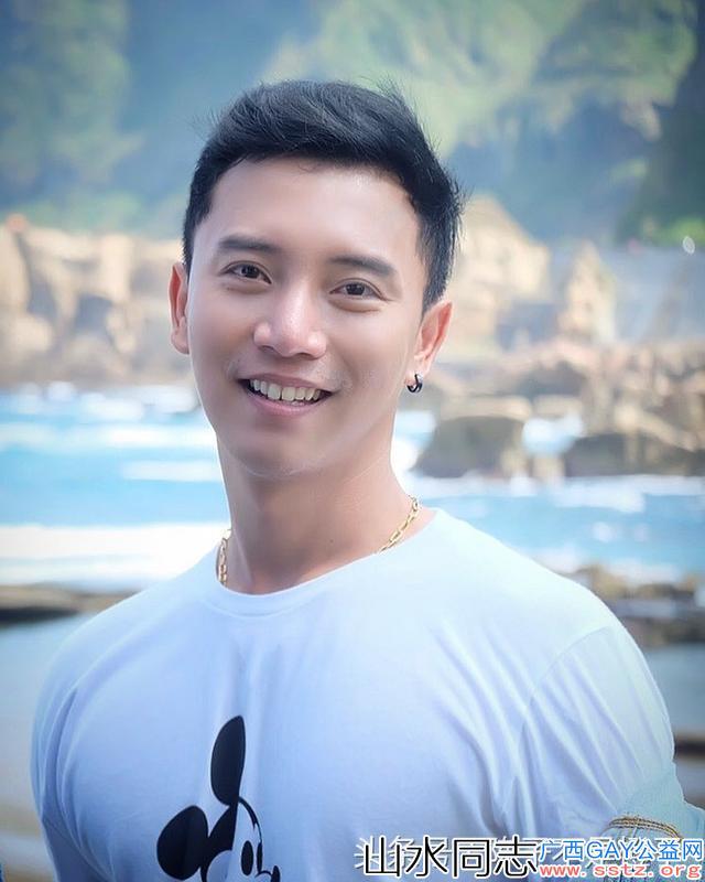 给你多张治愈系阳光帅哥的笑容图,你喜欢哪个?
