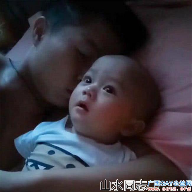 妈妈深夜回家,看到爸爸哄宝宝睡觉的场面气喷,网友都一样
