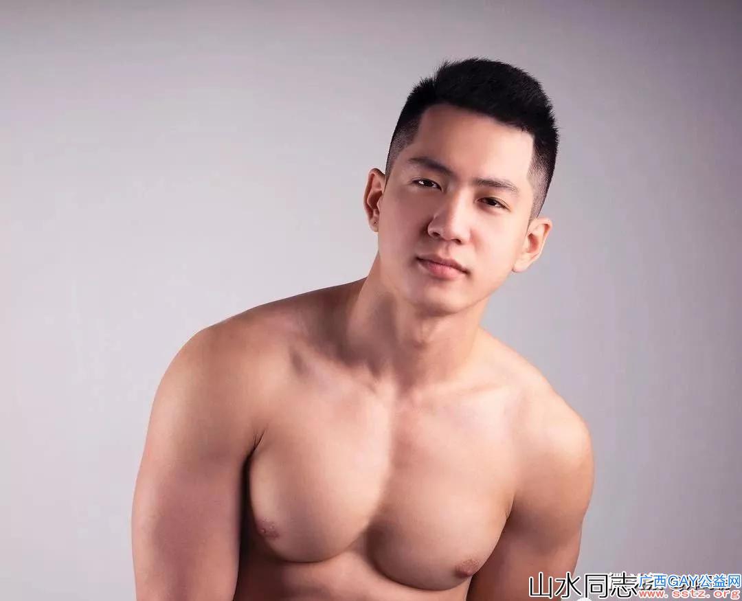 """94年出生的越南网红,曾被称为越南""""史上肌肉最漂亮""""的男人。"""
