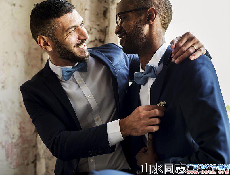 我向我哥出柜,结果:他说他也是个Gay
