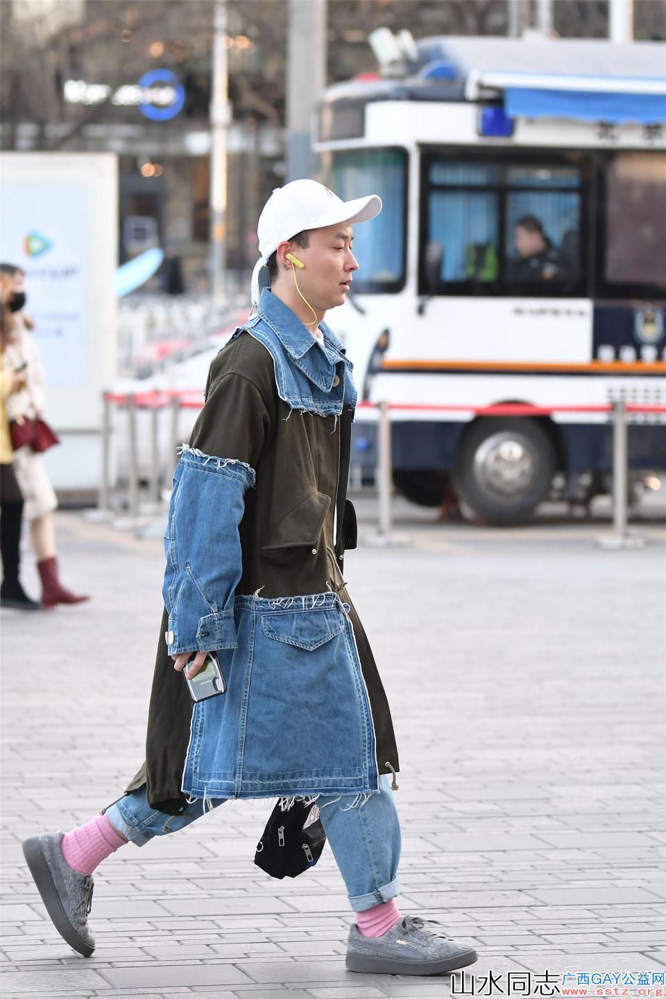 春天的男士应该怎么穿,看一下时尚街区的小哥哥是如何穿搭的