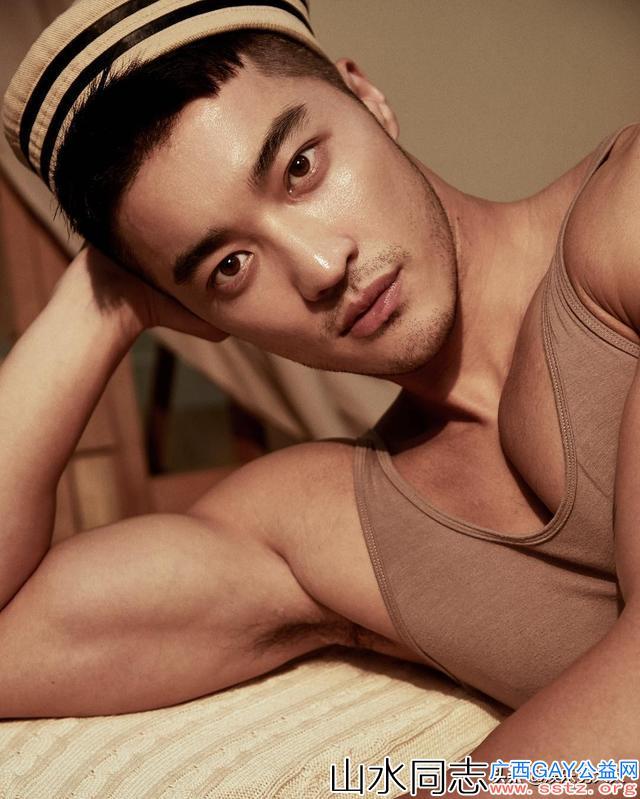 Gay圈一代名媛樊野:帅气的外表,健康的形象