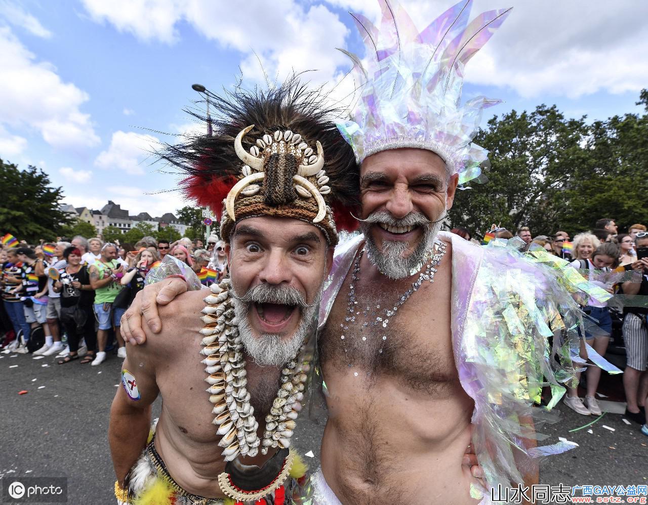 德国科隆同性恋游行,吸引100万观众,众多奇装异服者博人眼球