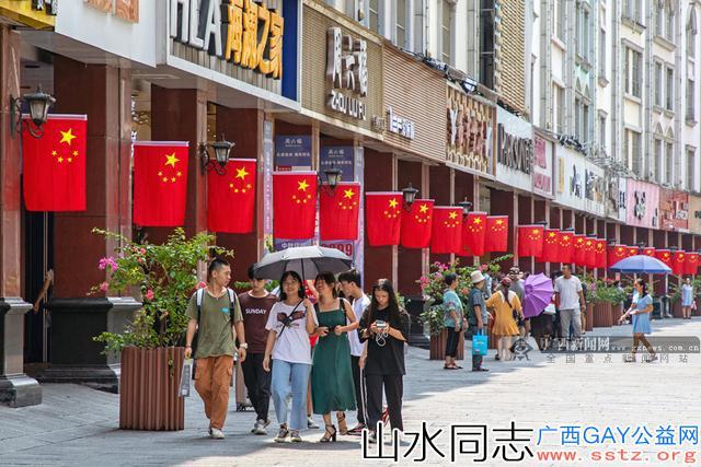 【广西国庆】南宁市悬挂2.6万面国旗*处处洋溢喜迎国庆的氛围