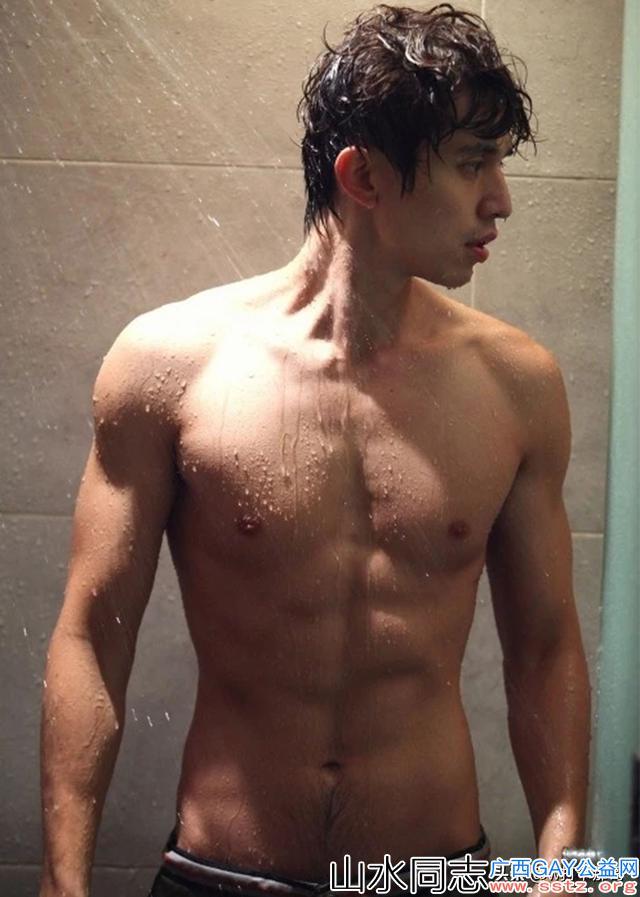 这位肌肉帅哥大神,被误认是韩国筋肉欧巴,实际上是国产优质帅哥