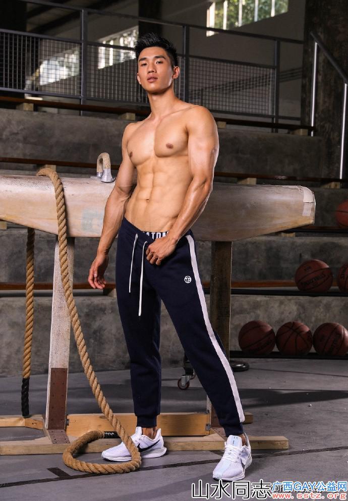 双十一,魅力肌肉男模为运动品牌代言,帅爆了!