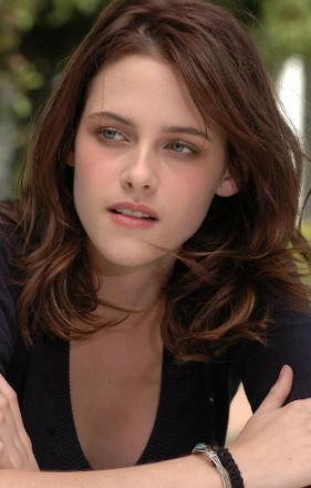 好莱坞童星出道,18岁火遍全球,26岁承认出柜,她怎么变成这样
