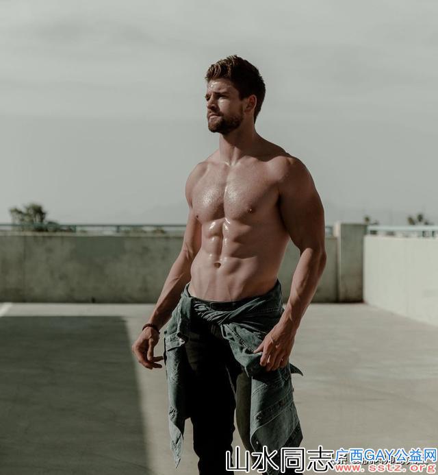 你知道,那些肌肉男模在拍摄写真照时背后付出多少吗