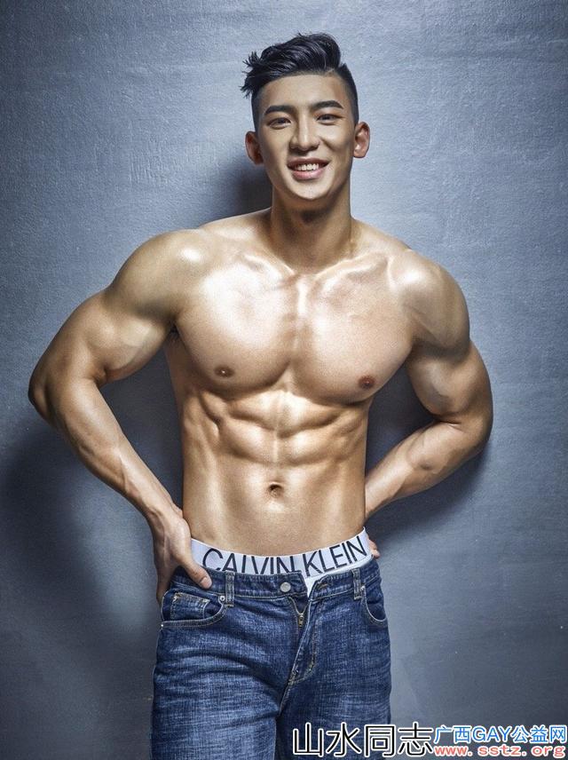 190CM北体体育生刘佳萌,做健身私教的他实力强大