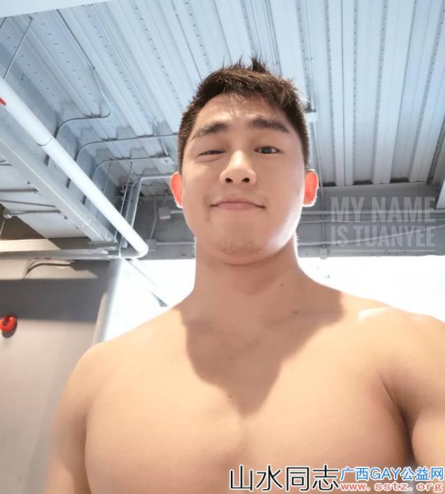 爱笑的泰国小哥哥,身材跟颜值都超棒的