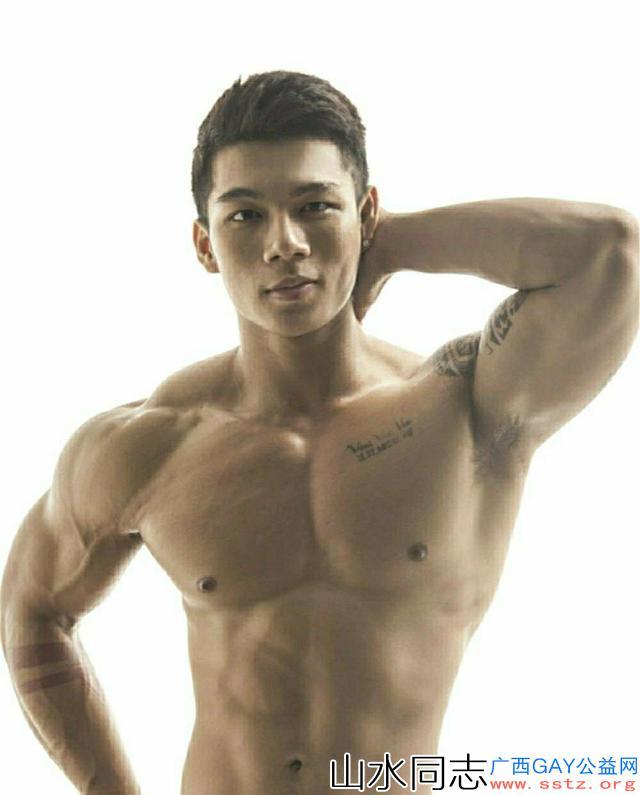 英俊硬朗的健身硬汉,标准的运动型身材拍出来的照片你看有气质吗