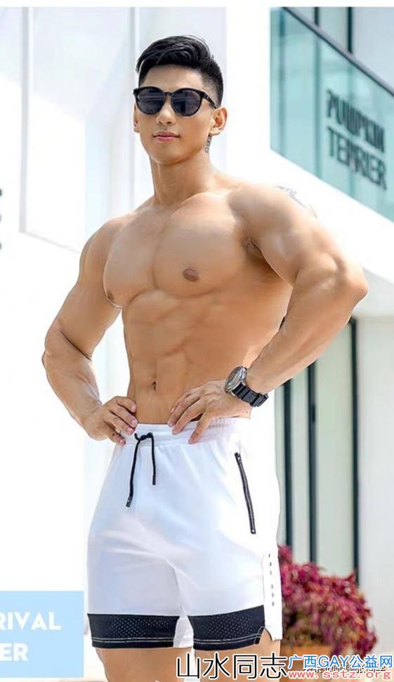 硬朗帅气的健身帅哥男模,长相英俊加上标准身材真合适做男朋友