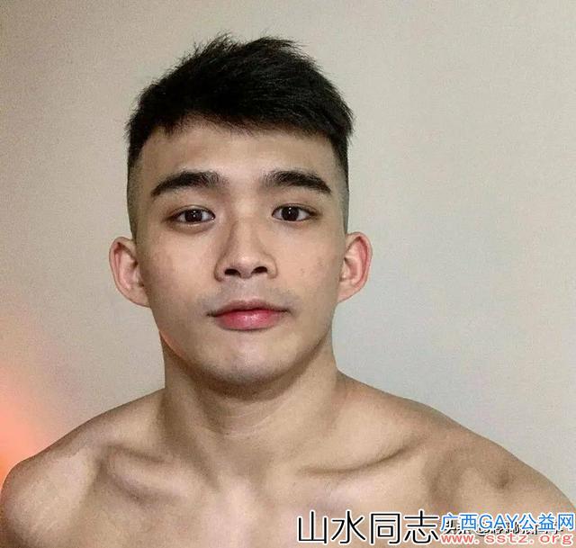 肌肉小哥哥无美颜照片,眉清目秀,如果再好好打扮一下,一定很帅