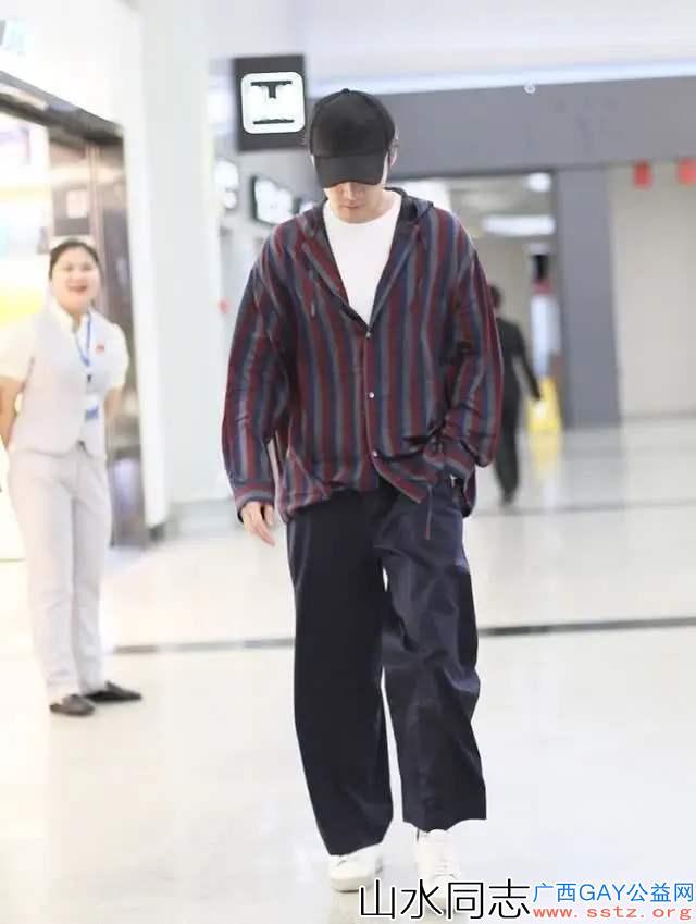 今年夏天裤子这样穿,潮流帅气,简约时尚